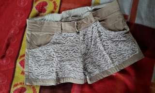 Minimalist shorts with lace detail