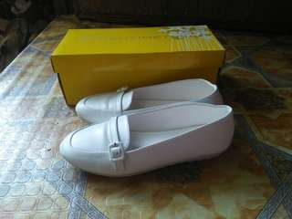 Nursing Shoes with free 1 pair shoes