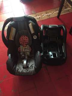 Auth Graco Baby's car seat w/ box