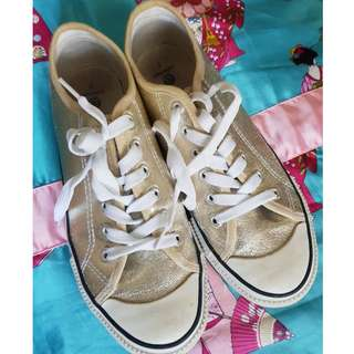 GOLD SNEAKERS - SIZE 7