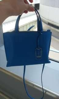 全新牛皮Calvin Klein Pentium 小手袋 可斜揹細袋仔 半價出售