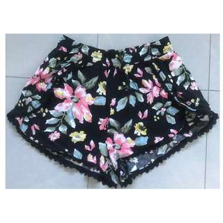 Cotton On Woman's Black with Floral Print Shorts Size 8 - Excellent Condition