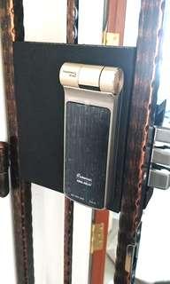 Digital Door lock installer