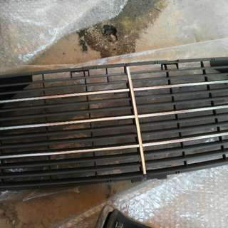 Mercedes Benz S280 front grill original item