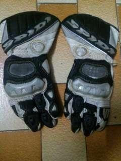 Glove racing