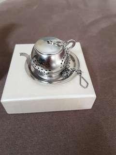Teapot  tea leaves Stainer