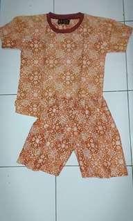 set kaos celana pendek batik size 4-5T