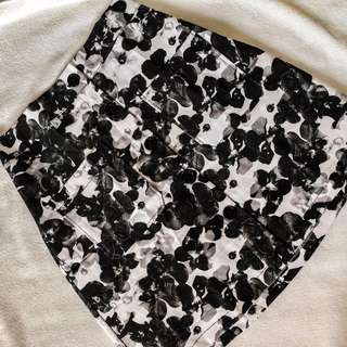 BUTTON SKIRT PRINTED BLACK