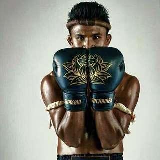 Buakaw Banchamek Lotus Gloves Black Gold 14oz | Muay Thai / Boxing Glove ( Ready Stocks)