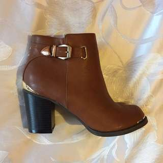 BRAND NEW Therapy Tan Boots - SIZE 8