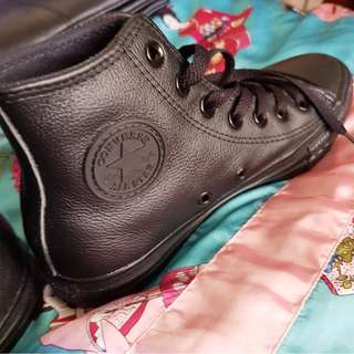 CONVERSE SIZE 7AU LEATHER HIGH TOPS BLACK