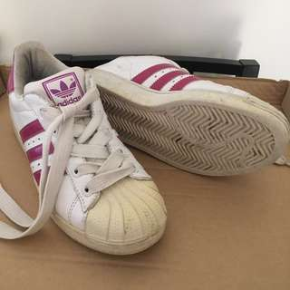 Adidas sneakers - min. wear but bit discoloured on front. Size US6