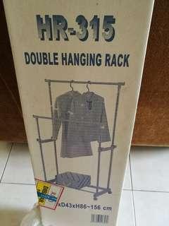Cloth hanging rack