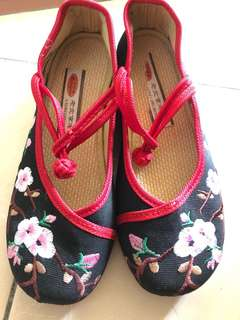 Chinese Embroidery shoe slip in