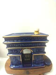 舊酒收藏御鹿凱旋門.藍陶瓷干邑7ooml(有盒)