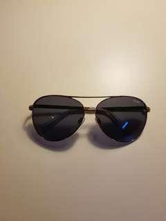 Never worn Quay Aviator Sunglasses