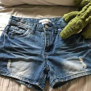 🚚 專櫃牛仔短褲