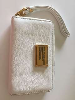Marc Jacobs White Leather Classic Q Wingman iPhone Wristlet