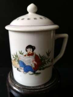 文革 茶水杯 杯口8.5公分 杯深10公分 阔13公分盖10公分。