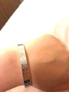 Faux Gucci lose bracelet
