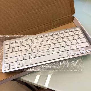 Wireless keyboard with USB