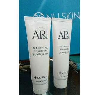 Pasta gigi AP24 whitening fluoride toothpaste .