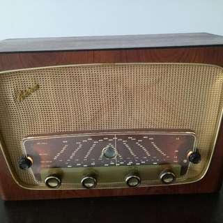 Vintage Tube FM Radio Aristona R302
