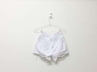 白色鬚邊短褲
