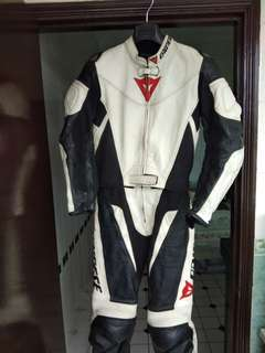 Price dropped!! Dainese leather suit (lady size 42)