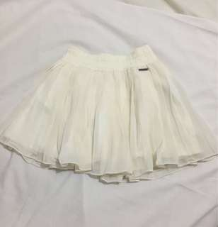 Abercrombie & Fitch New York white pleated mini skirt