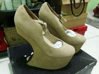 Heel Less Shoes Size 6