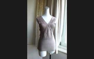 🚚 歐美品牌alldressedup 奶茶色 時尚設計 莫代爾彈性上衣