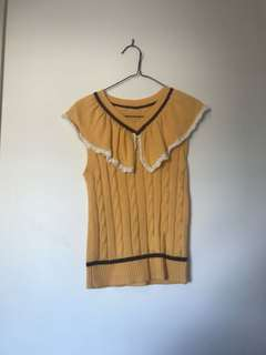 Cute sleeveless knitted top