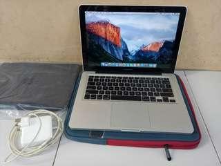 Macbook Pro Core i5 Late 2011 Hdd 500GB Ram 4GB Kondisi bagus tidak ada dent/penyok
