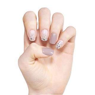 FREE SHIPPING On hand etude house dashing diva magic press on nails