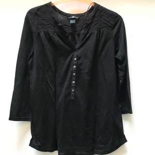 H&M - Basic Black Top with button