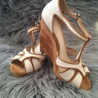 NUDE LEATHER WEDGES