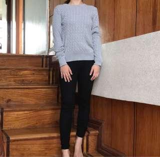 Uniqlo Sweater ( SMALL- Semi Medium)