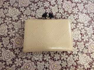 [包郵] 美品 Anna Sui 米白色壓花玫瑰扣復古銀包