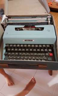 Olivetti Letter 32 Typewritter