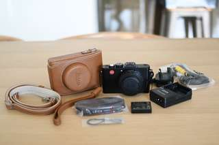 Leica D-Lux 6 camera and case