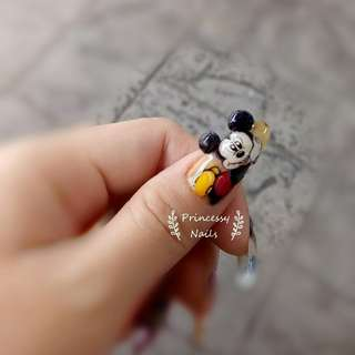 Mickey gel nail art