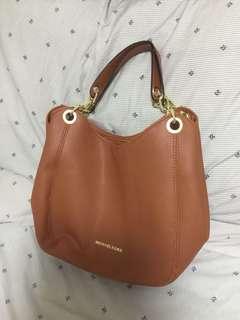 michael kors bag (good as new)