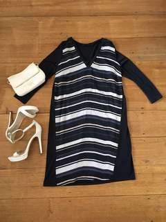Tokito dress size 6 navy blue stripes