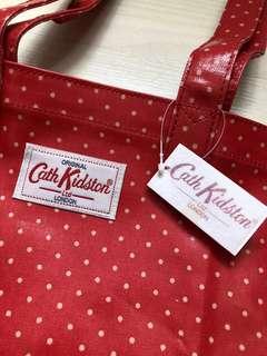 🈹️ 全新❗️正品❗️Cath Kidston 收藏超過🔟 多年 😊 可愛 紅白波點環保袋 可手挽/上膊 防水膠面  多年前購自東京🇯🇵(尺寸約: 32cm 長 x 38cm 高)