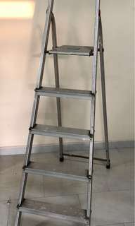 Aluminium ladder (highest step at 110cm)