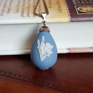 Rare Vintage Blue Wedgewood Lily Necklace