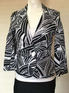 Liz Jordan black and white floral jungle Aztec print blazer corporate casual size small