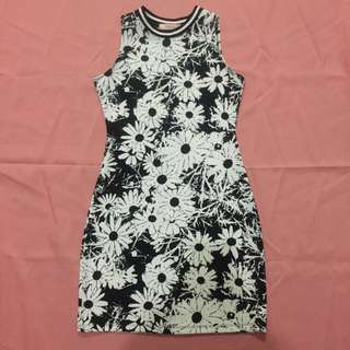 Preloved Black and white floral printed dress