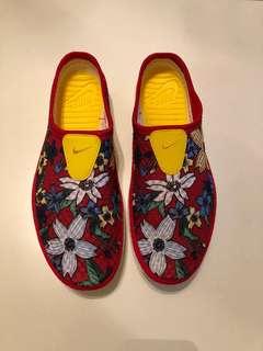 🚚 全新 Nike SOLAR-SOFT MULE 布鞋 紅色印花 懶人鞋 US9 UK8 EUR42.5 27公分